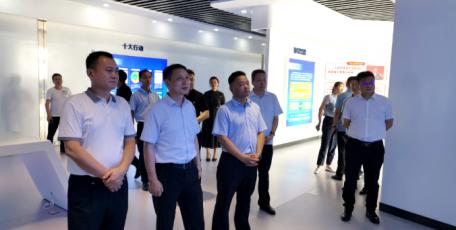 首批在陕企业家来临渭区考察