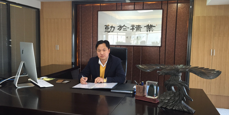 第八届陕西省优秀企业家风采 ——陕西雄峰实业集团有限公司 董事长 杨立智